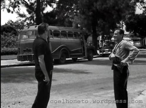 Ônibus na Praça Prof.ª Virgínia Cidade em 1961 ou 1962.